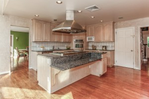 013-Kitchen-1112598-mls